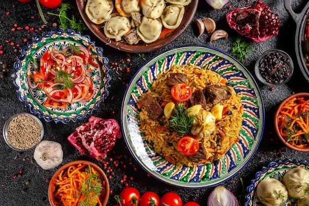 Pilaf nazionale uzbeko con carne.