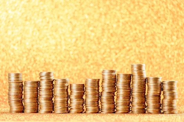 Pile di monete d'oro disposte come un grafico