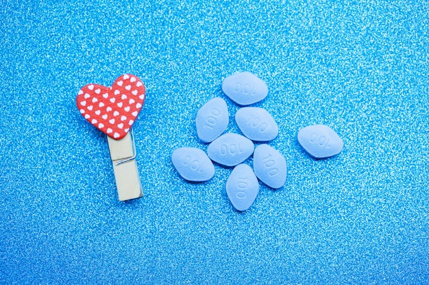 Pillola per la salute degli uomini e lo sfondo di san valentino.