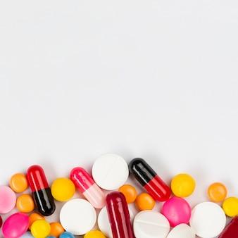 Pillole di copia-spazio sul tavolo