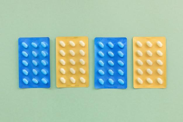 Pillole di medicinali in un blister. concetto di assistenza sanitaria
