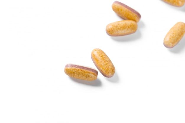 Pillole isolate su bianco