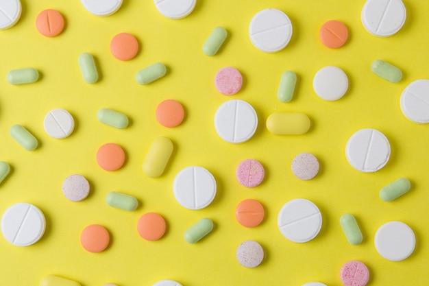 Pillole medicinali, farmaci e antibiotici. vista dall'alto della droga.