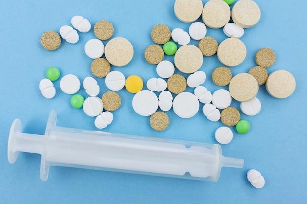 Pillole su sfondo blu