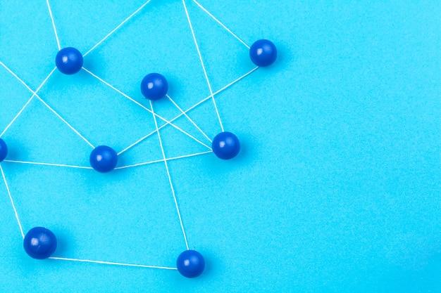 Pin collegati che creano una rete