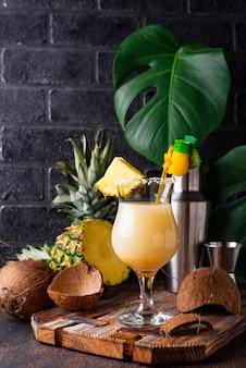 Pina colada. cocktail caraibico tradizionale
