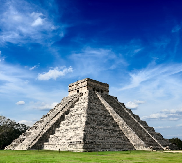 Piramide maya a chichen-itza, in messico