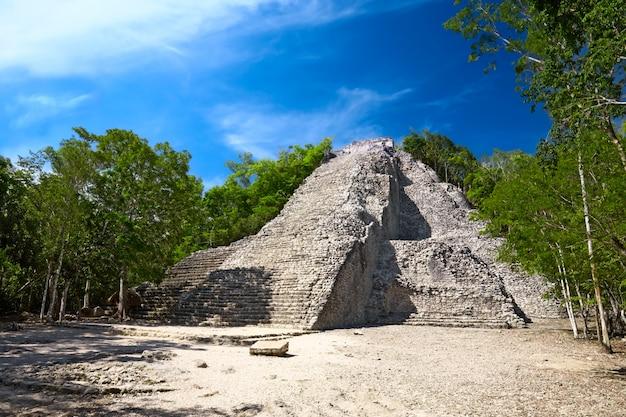 Piramide maya nohoch mul a coba, in messico