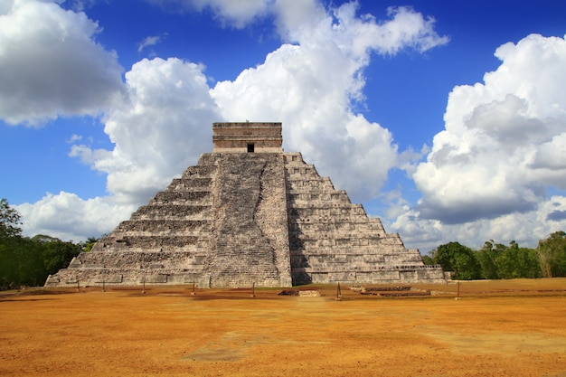 Piramide mayan antica di chichen itza kukulcan