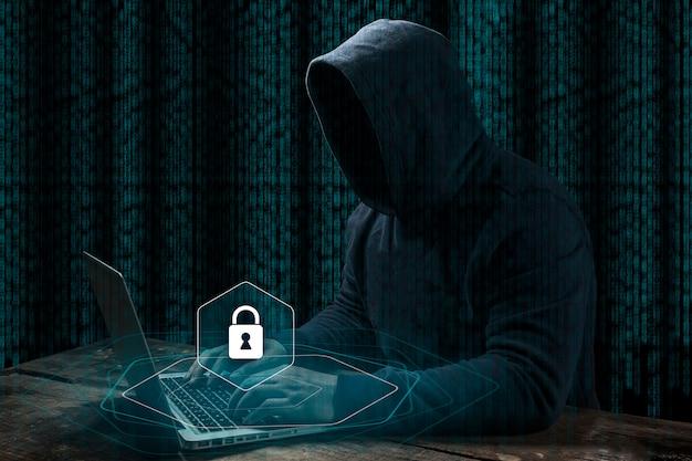 Pirata informatico di computer anonimo sopra fondo digitale astratto. viso scuro oscurato in maschera e cappuccio.