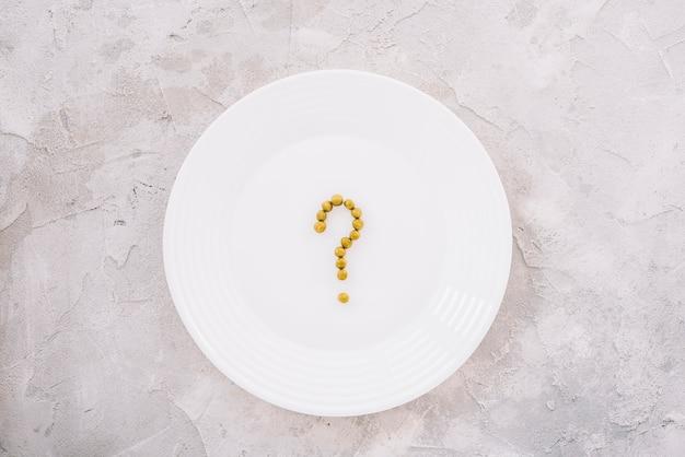 Piselli su un piatto