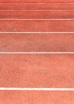 Pista dello stadio per gare di atletica e corsa. nuovo tapis roulant in gomma sintetica