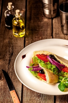 Pita bread sandwich vegetariano
