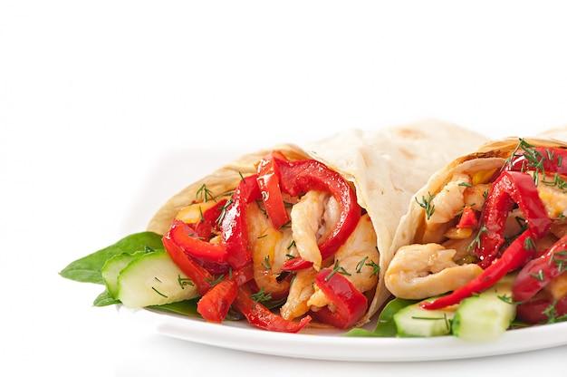 Pita ripiena di pollo e peperoni