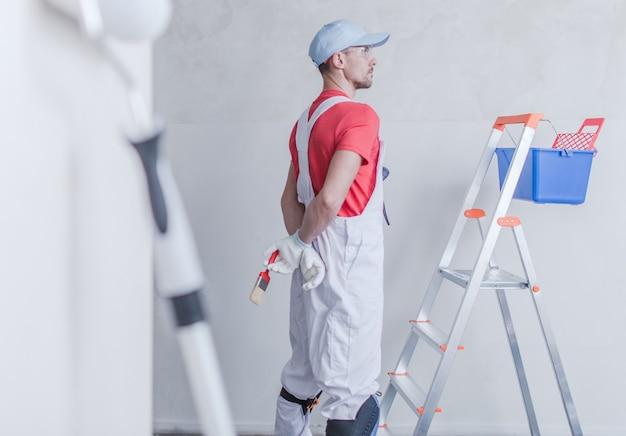 Pittore di stanza e il suo lavoro