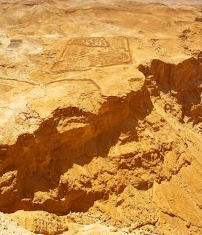 Pittoresche antiche montagne sul mar morto