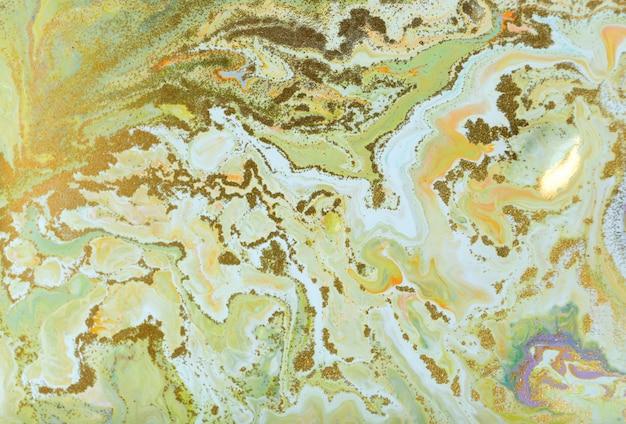 Pittura increspata verde e oro. bellissimo sfondo pallido.
