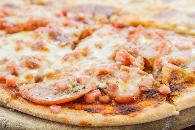 Pizza carne amante e formaggio