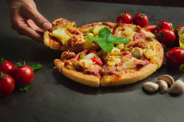 Pizza deluxe di maiale