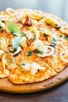 Pizza di pesce piccante