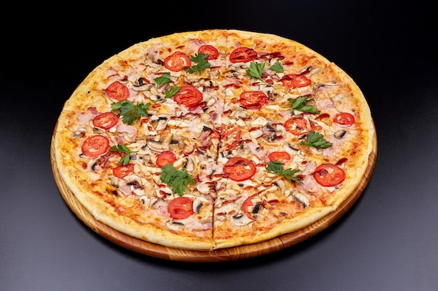 Pizza fresca con salsa barbecue