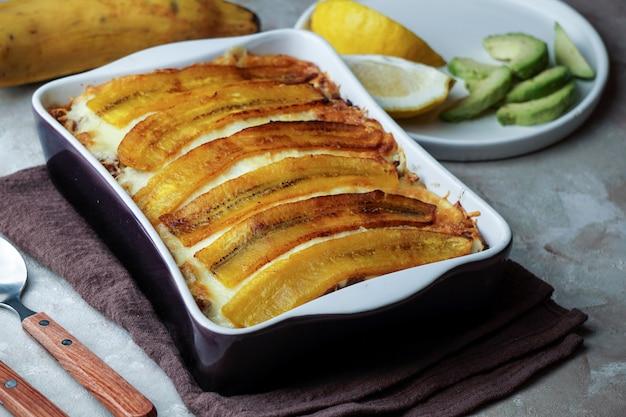 Plantain lasagna (pastelon) cibo tipico portoricano e repubblica dominicana