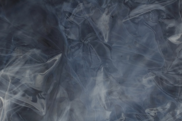 Plastica trasparente piegata che produce un effetto riflesso