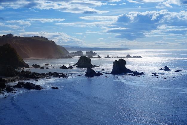 Playa del silencio a cudillero asturie spagna