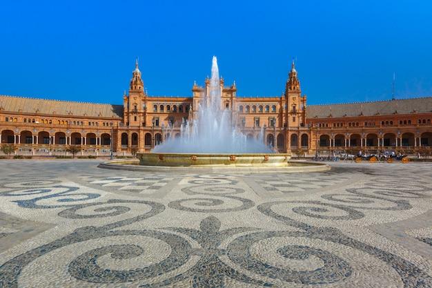 Plaza de espana al giorno soleggiato a siviglia, spagna