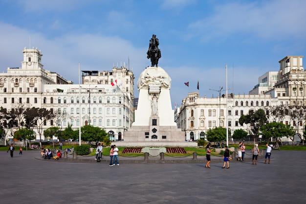 Plaza del san martin nella città di lima nel perù