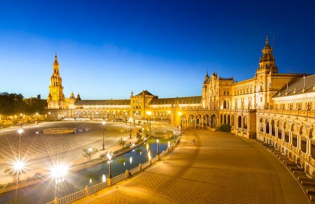 Plaza espana a siviglia in spagna al crepuscolo