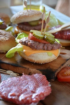 Pochi hamburger fatti in casa