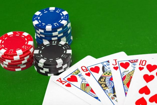 Poker chips sul tavolo