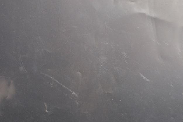 Polietilene opaco su uno sfondo scuro