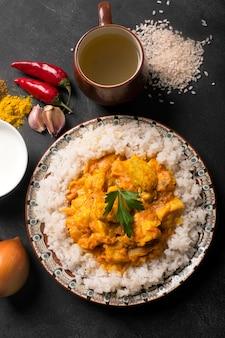 Pollo al curry e riso