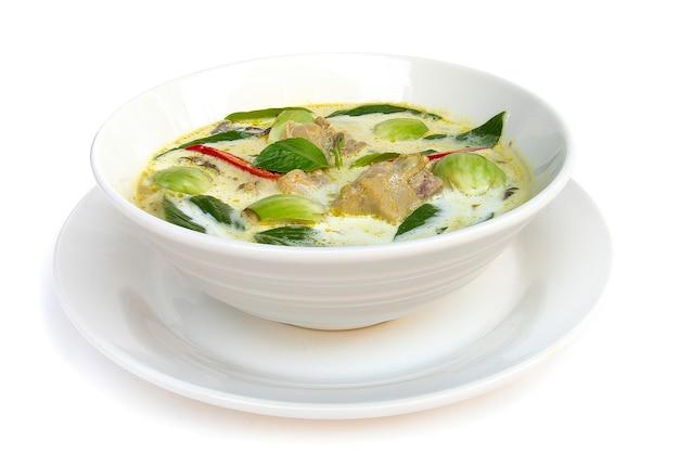 Pollo al curry verde con latte di cocco (kaeng keiaw waan)