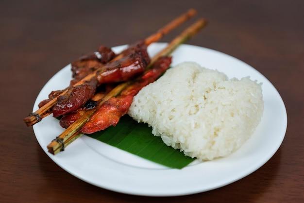 Pollo alla griglia con riso appiccicoso