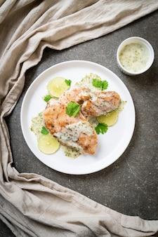 Pollo alla griglia con salsa al limone e lime