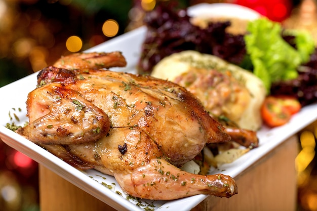 Pollo arrosto con insalata