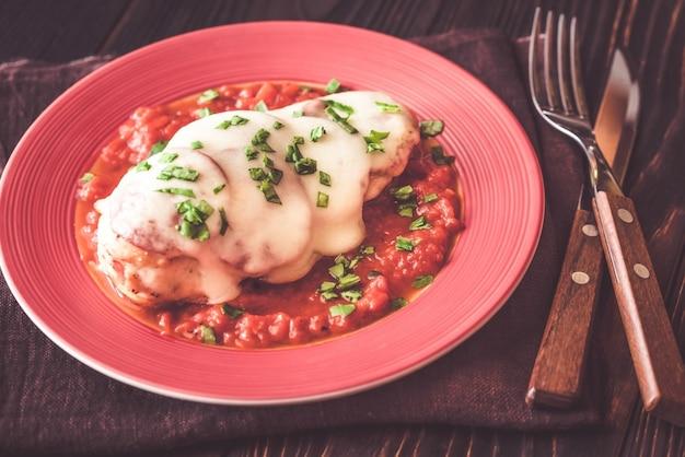 Pollo con peperoni e salsa di pomodoro