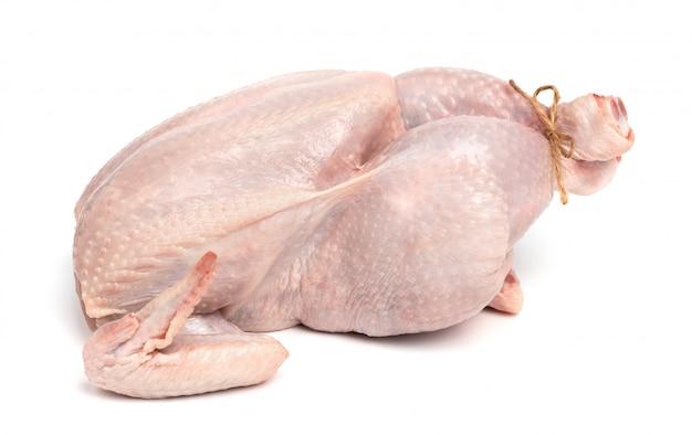 Pollo crudo fresco isolato. carne bianca