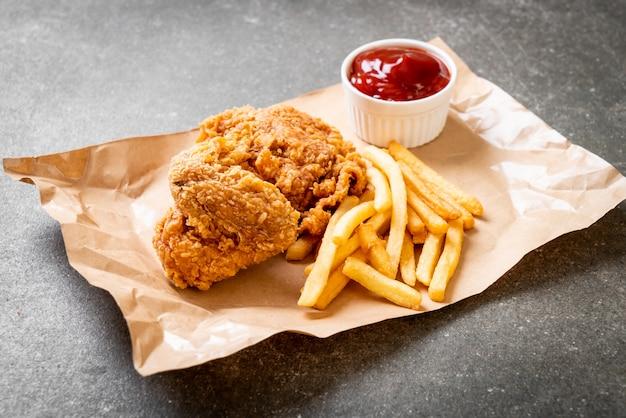Pollo fritto con patatine fritte e farina di pepite