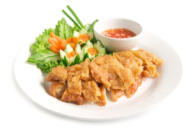 Pollo fritto croccante hainanese senza riso con salsa di soia