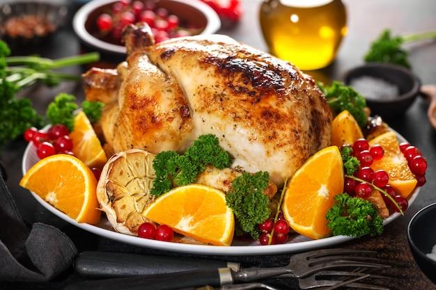 Pollo intero al forno con verdure