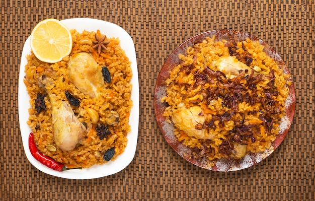 Pollo speziato delizioso biryani, cibo indiano o pakistano.
