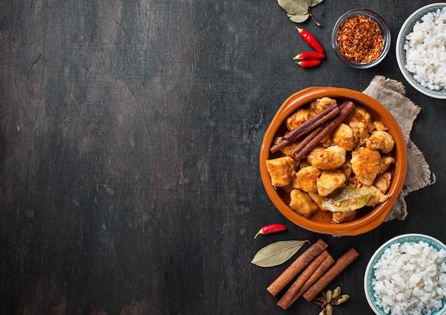 Pollo tikka masala. piatto indiano tradizionale