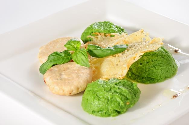 Polpette al vapore con purea di patate e broccoli