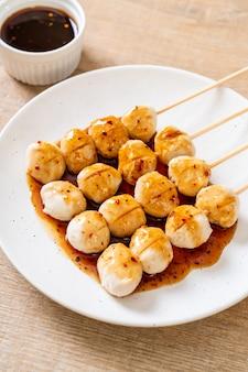 Polpette di maiale alla griglia con salsa di peperoncino dolce