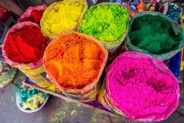 Polvere colorata holi