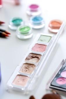 Polveri cosmetiche colorate